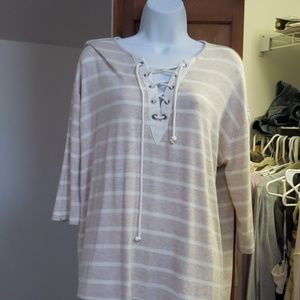 Long sleeve blouse says small runs med. Not fitted